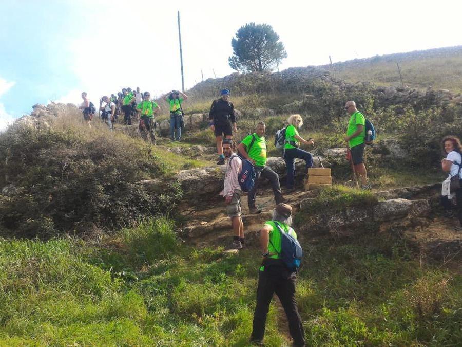 Antica trasversale sicula: un cammino di 648 km riscostruito a partire dagli studi dell'archeologo Biagio Pace che collega l'antica Mozia (sull'isola di San Pantaleo) a Kamarina (i cui resti sono sulla foce del fiume Ippari)
