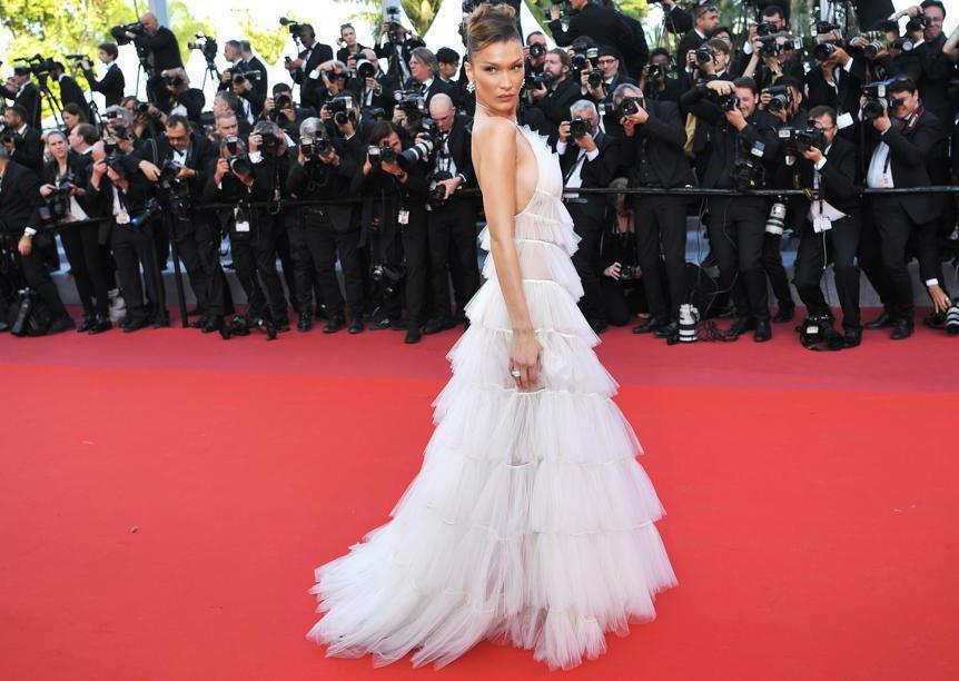 Terza serata: Bella Hadid in Dior e gioielli Bulgari