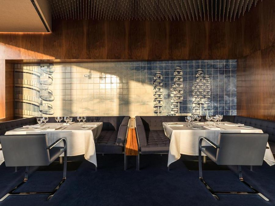 A destra, Tile Garden Krutikow, 2008- 2009, Azulejos, malta, legno, alberi di limone in vasi di ceramica smaltata. (Ricostruzione parziale)Courtesy: Fondazione Prada. Courtesy: Fondazione Prada