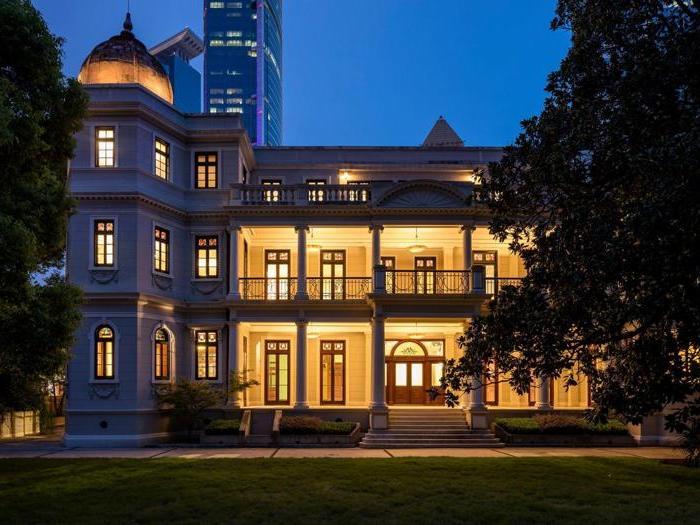 Sfilata nel tempio dell'arte, Prada riporta in vita un'antica villa di Shanghai