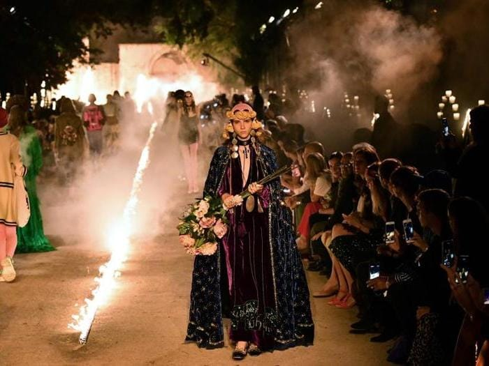 Gucci, sfilata di angeli  e demoni nella necropoli romana di Arles