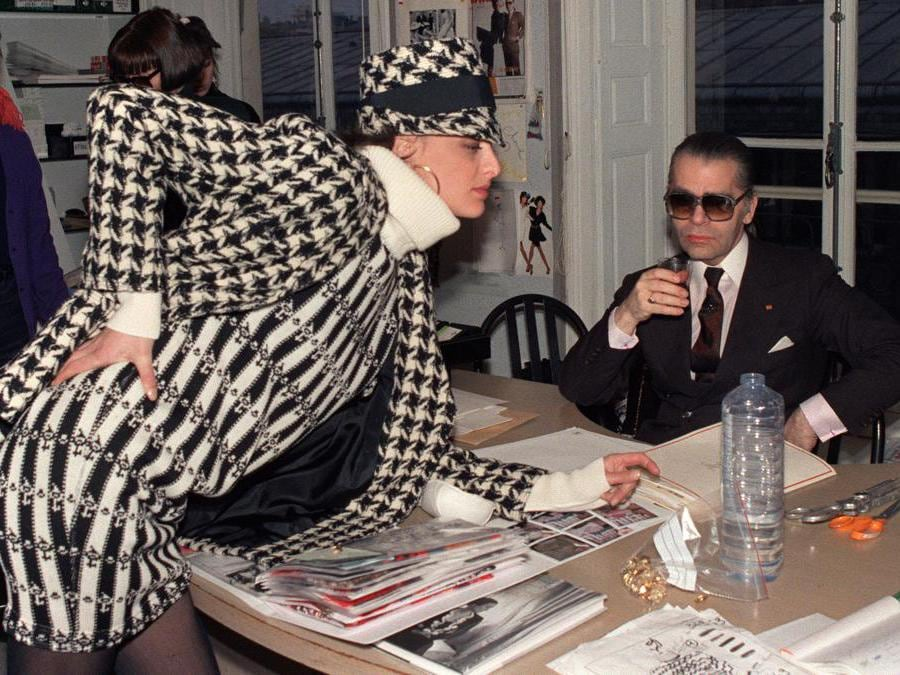 Con Inès de la Fressange, 1987 (Photo by PIERRE GUILLAUD / AFP)