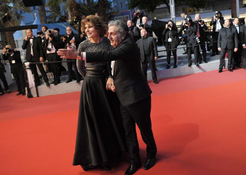 Fanny Ardant in Armani Privé con Daniel Auteuil
