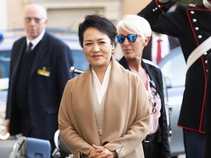 L'«occidental attitude» della signora Xi nelle visite di Stato