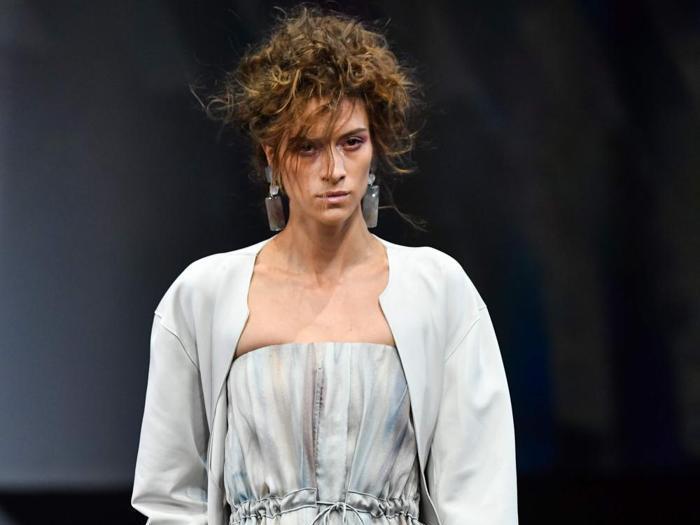 Giorgio Armani si ispira alla  natura:  la moda traduce  il mare e il vento