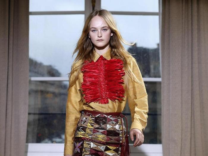 Le ragazze sognanti di Schiaparelli aprono i giorni della couture a Parigi