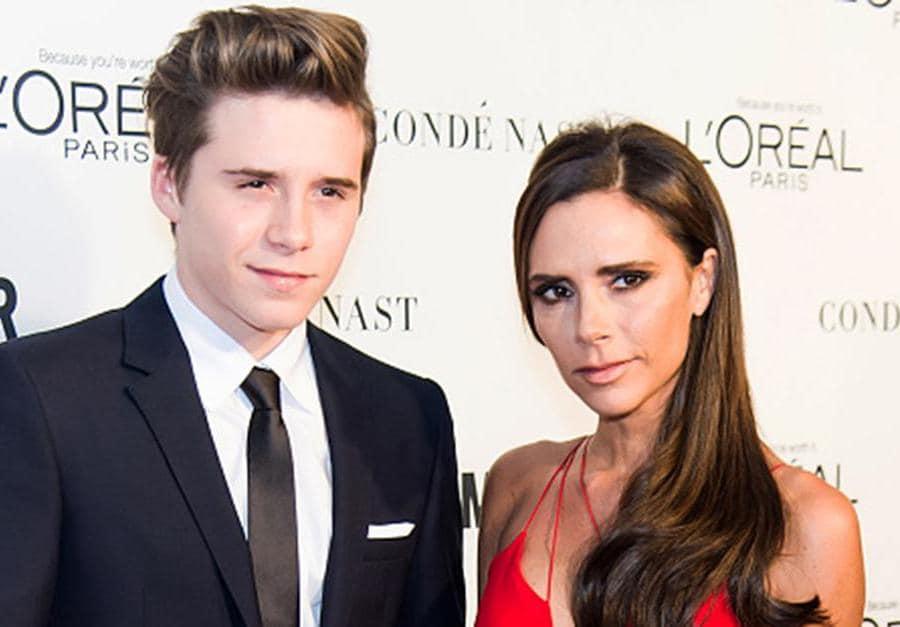 Victoria Beckham (a destra) con il figlio maggiore Brooklyn