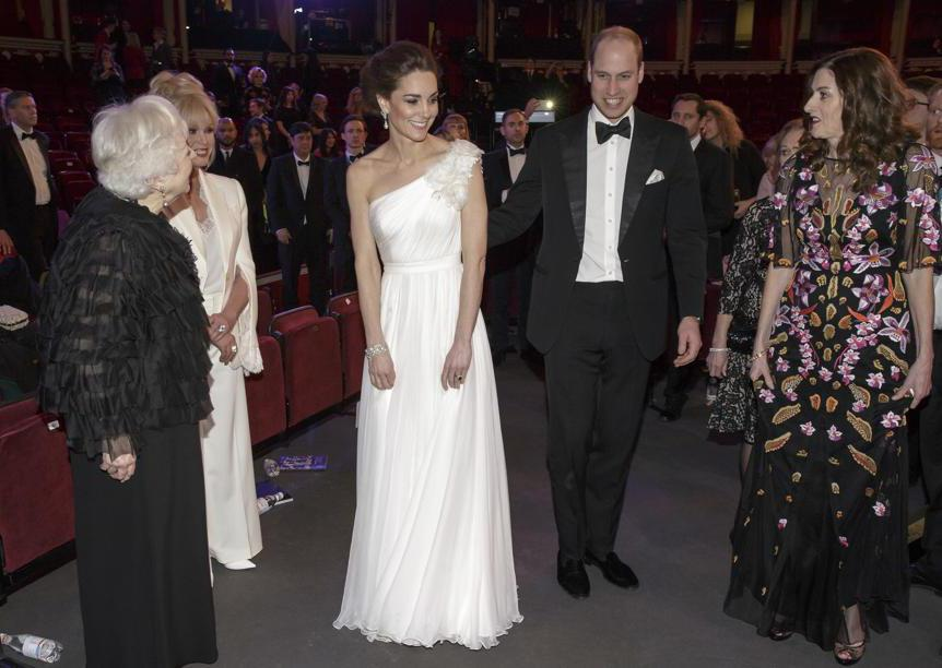 William e Catherine, duchi di Cambridge, arrivano alla Royal Albert Hall. La duchessa ha indossato un abito Alexander McQueen