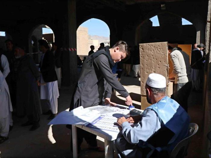 Afghanistan al voto tra minacce, attentati