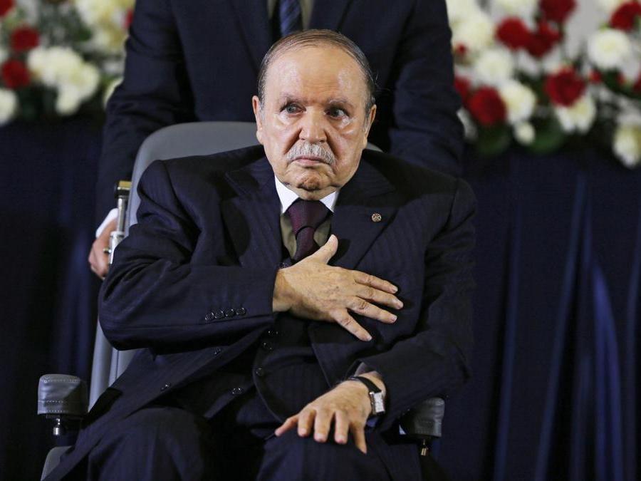 Il presidente algerino Abdelaziz Bouteflika, rieletto per il quarto mandato,  durante la cerimonia del giuramento ad Algeri, in Algeria, il 28 aprile 2014. Secondo i resoconti dei media ufficiali, Bouteflika il 19 febbraio ha annunciato che parteciperà per un quinto mandato alle elezioni presidenziali in programma per il 18 aprile 2019. (Epa/Mohamed Messara)