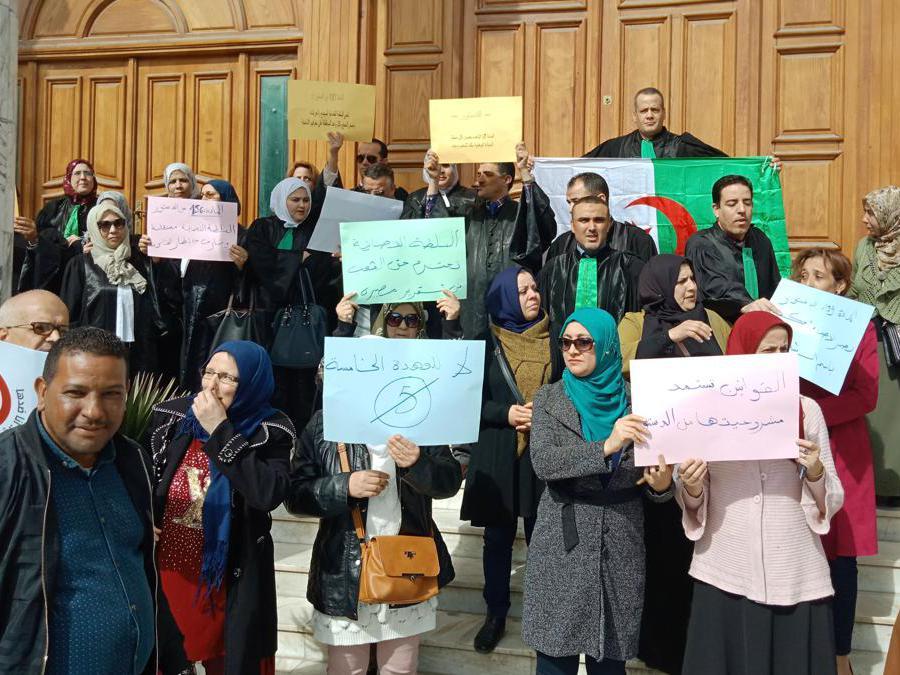I giudici algerini protestano contro la richiesta del presidente malato per un quinto mandato al potere, nella città nord-orientale di Annaba.(Afp)