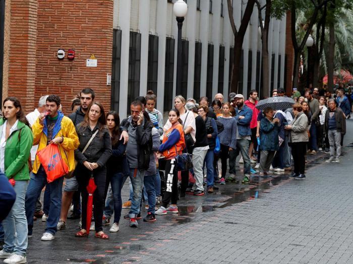 Alta tensione ai seggi in Catalogna