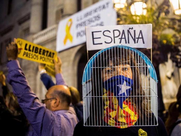Barcellona in piazza contro gli arresti