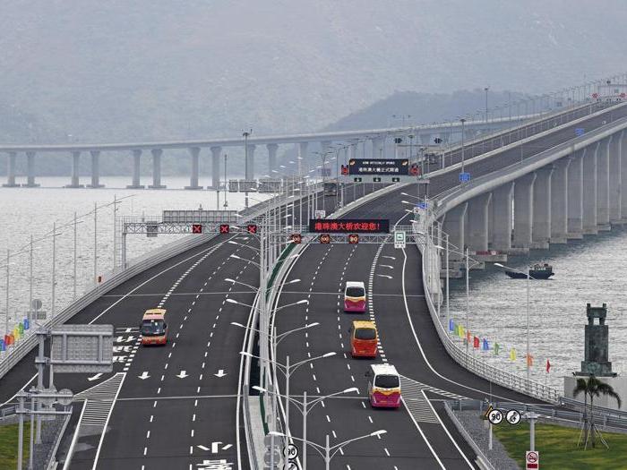 Cina, aperto il ponte più lungo del mondo