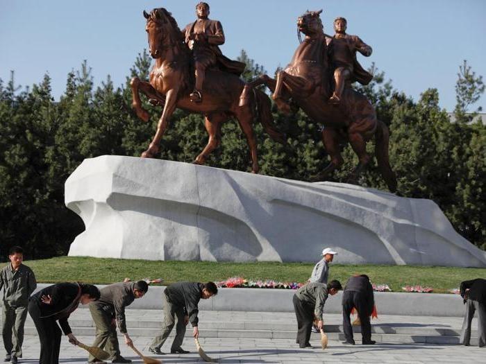 """Corea del Nord:  feste per il 105esimo  del """"padre della Patria"""" Kim Il-sung"""