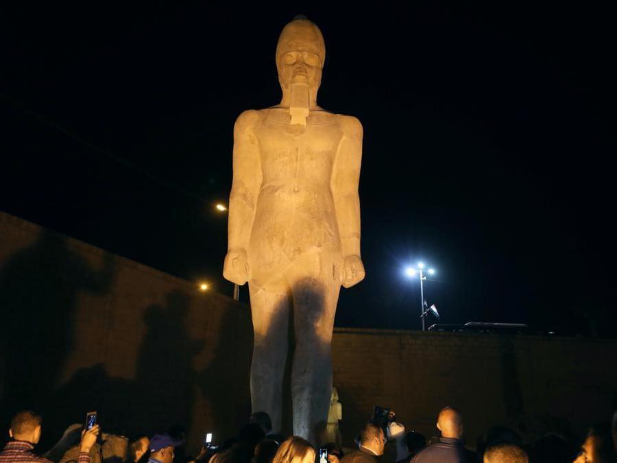 La statua di Ramses II, recentemente restaurata, da 70 pezzi rotti a un colosso completo, Sohag, Egitto. (Reuters/Mohamed Abd El Ghany)