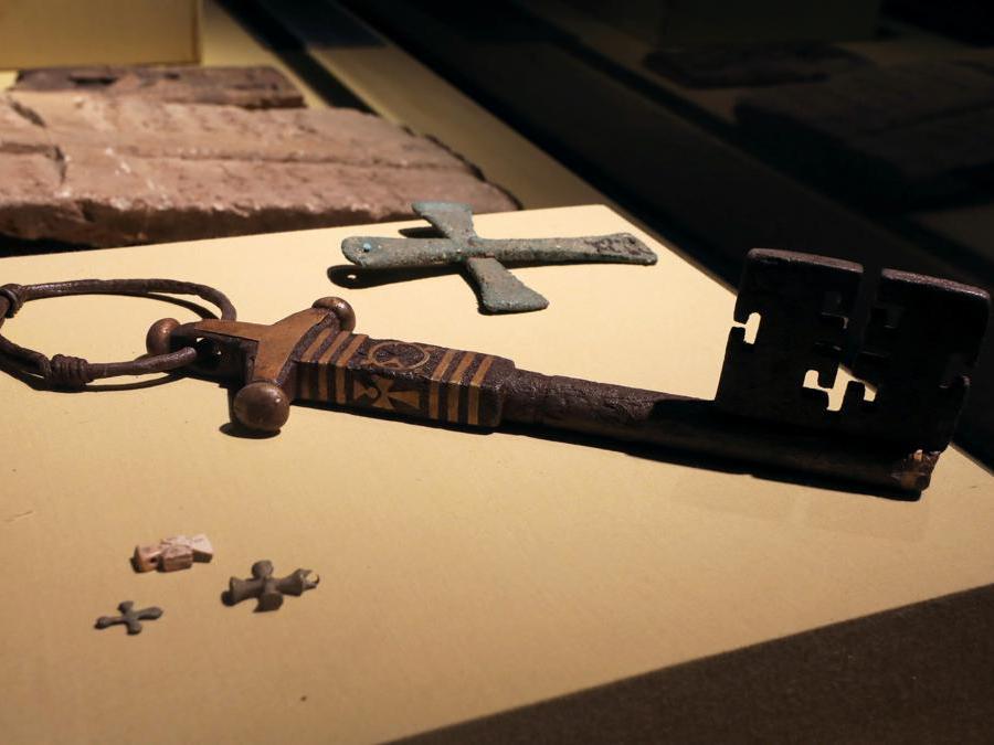 Una serie di antiche chiavi  esposta al Sohag National Museum. (Reuters/Mohamed Abd El Ghany)
