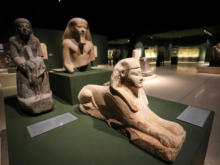 Manufatti esposti al Sohag National Museum (Reuters/Mohamed Abd El Ghany)