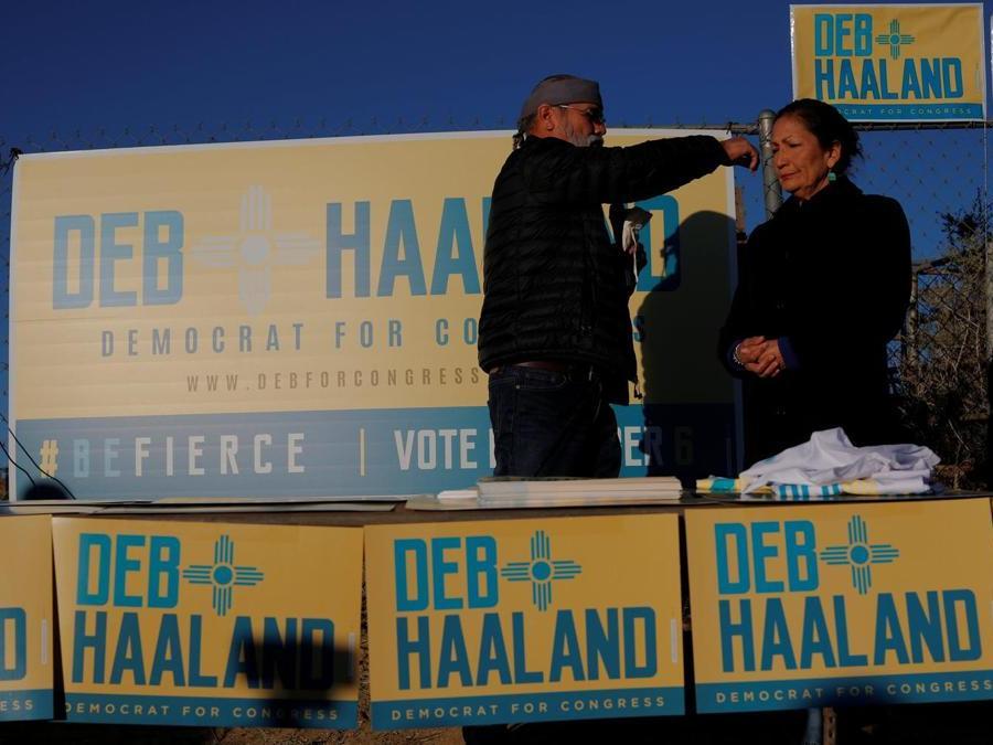 La candidata per i  Democratici Deb Haaland -  New Mexico. (REUTERS/Brian Snyder)