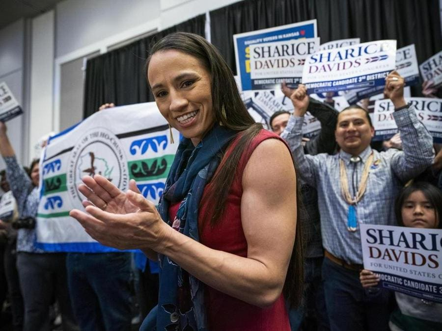 Sharice Davids, PArtito Democratico (EPA/JIM LO SCALZO)