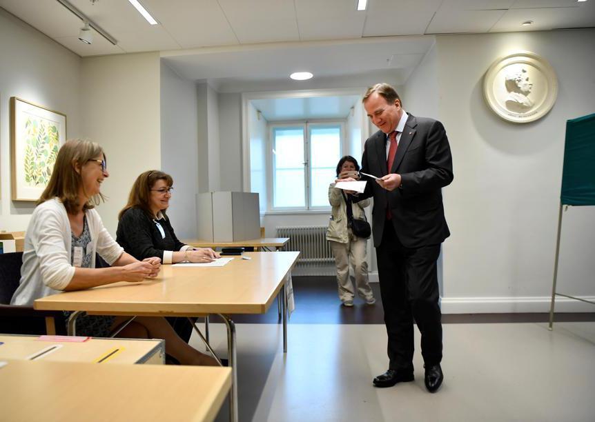 Il primo ministro svedese Stefan Lofven (Reuters)