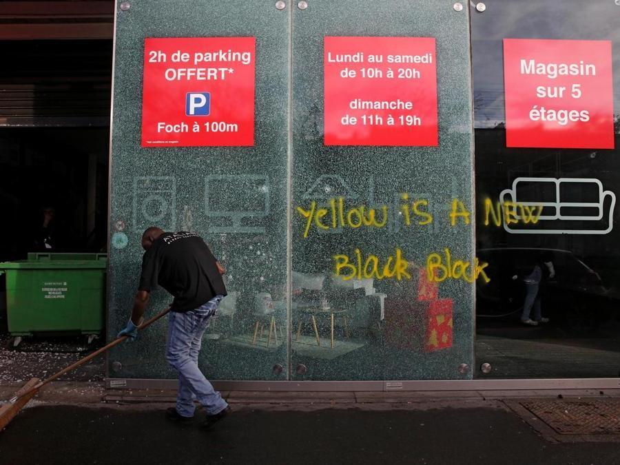 (REUTERS/Stephane Mahe)