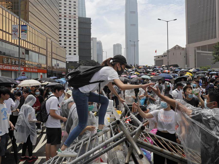 (AP Photo/Kin Cheung)