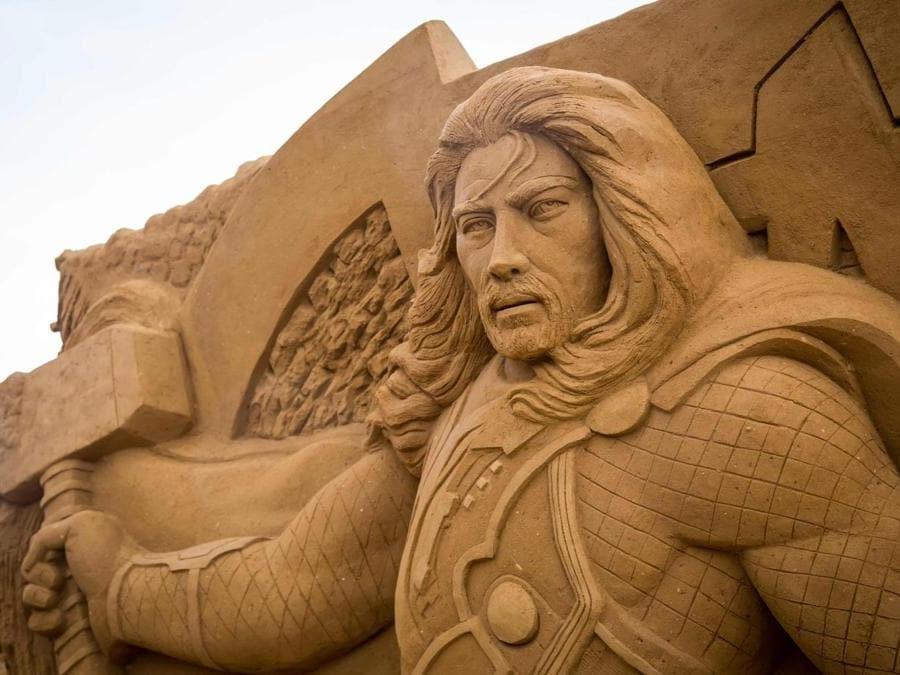 Scultura di sabbia che rappresenta Thor. (Afp)