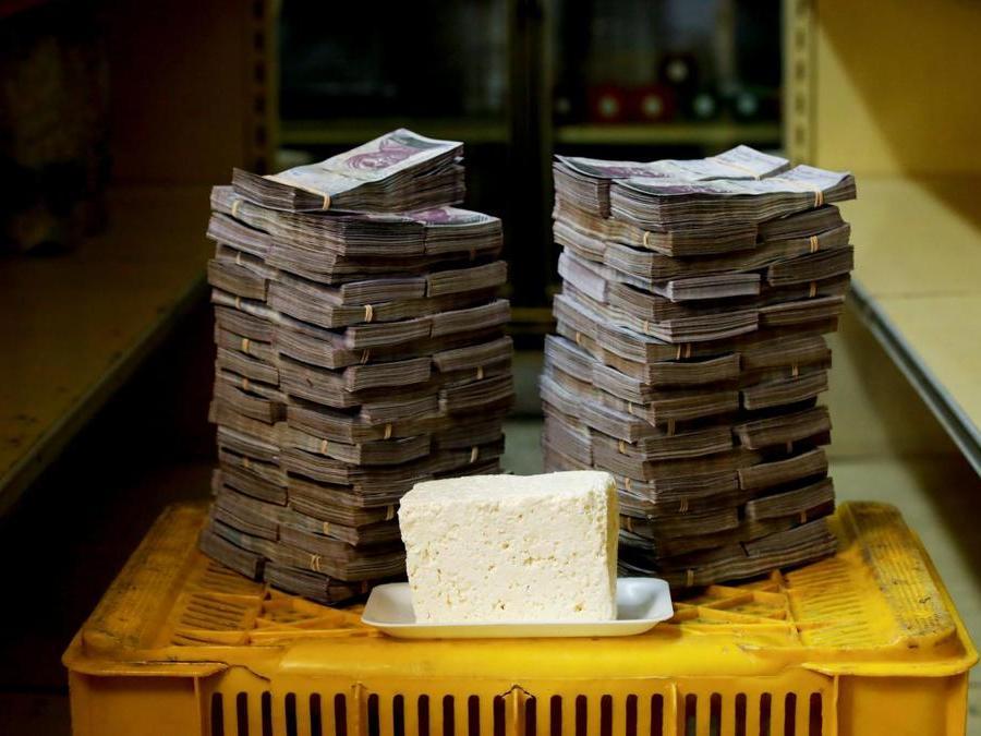 Caracas, un chilo di formaggio a circa  7.500.000 bolivar(Reuters)