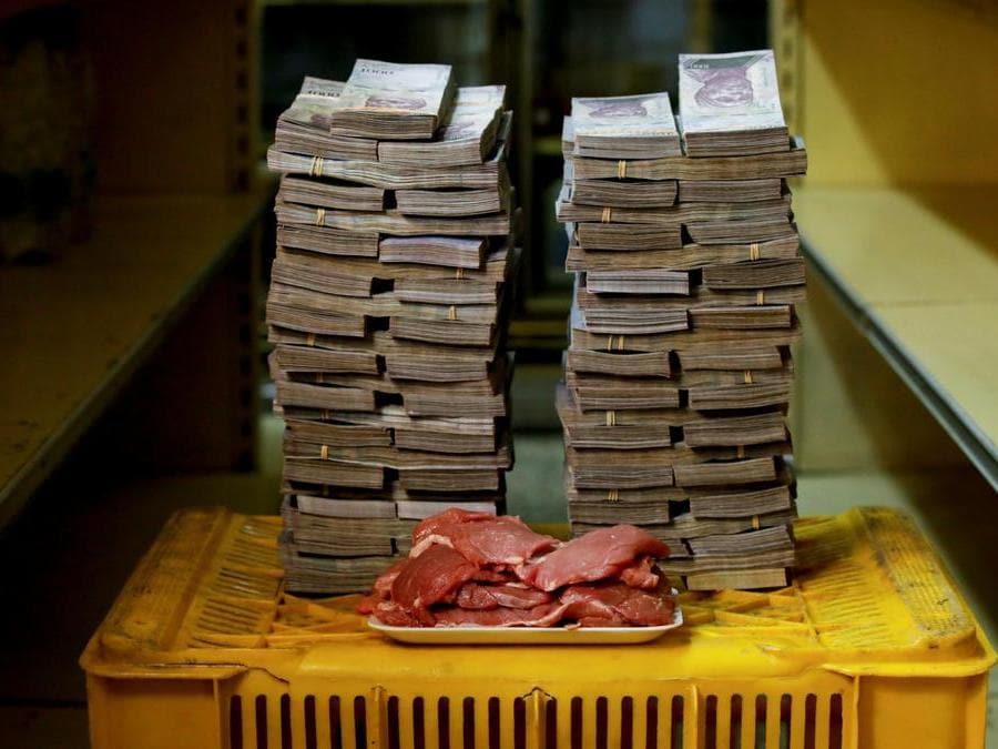 Caracas, un chilo di carne a circa 9.500.000 bolivar(Reuters).