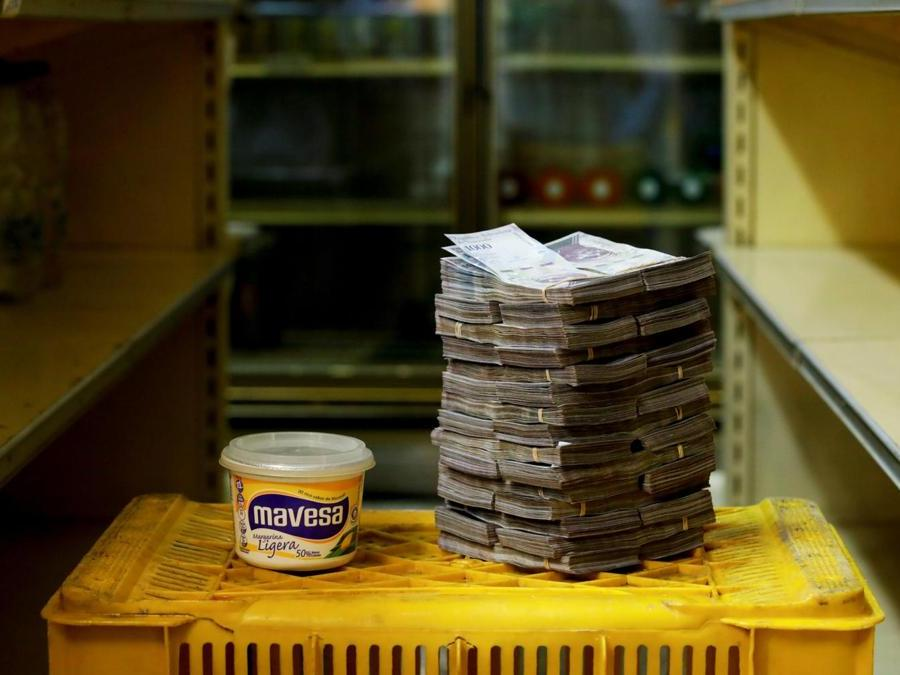 Caracas, mezzo chilo di  margarina a circa 3.000.000 di bolivar (Reuters)