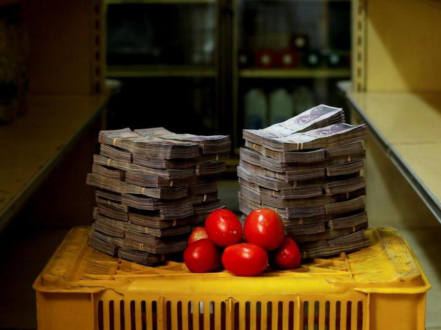 Caracas, un chilo di pomodori, circa 5.000.000 di bolivar(Reuters)