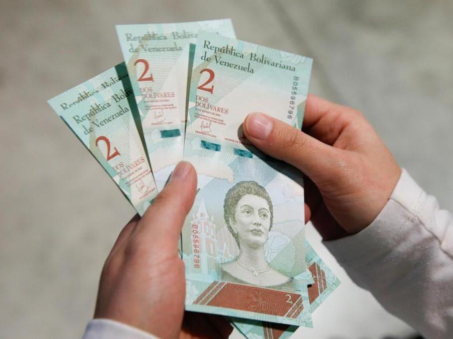 Caracas, le nuove banconote   Sovereign Bolivar(Reuters)