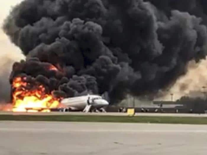 Incidente aereo in Russia, incendio a bordo e 41 morti sul superjet Sukhoi