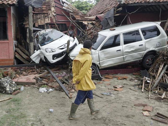 Indonesia: tsunami travolge la costa, centinaia di vittime