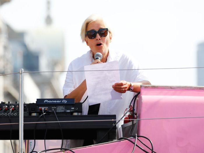 L'attrice Emma Thompson guida la protesta per il clima a Londra