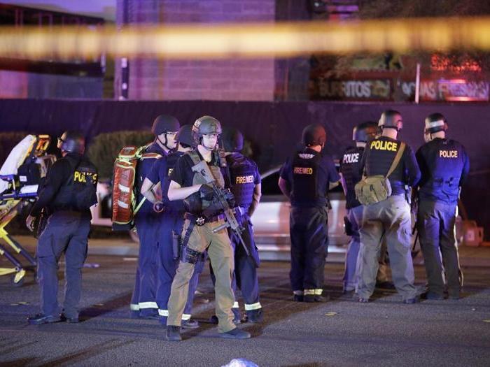 Las Vegas, spari sulla folla a un concerto country: oltre 50 morti e più di 500 feriti