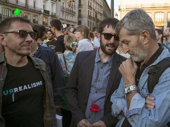 Spagna, manifestazioni di piazza a sostegno del referendum per l'indipendenza catalana