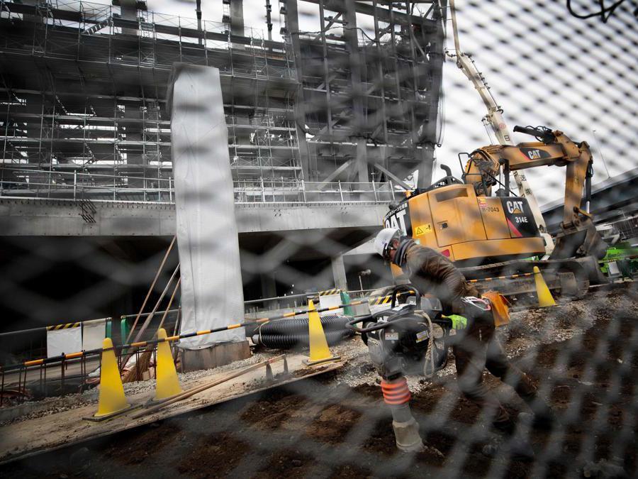 Tokyo 2020. Il cantiere dell'Ariake Arena, dove si disputeranno le partite  di pallavolo e quelle di basket su sedia a rotelle nei Giochi Paralimpici .  (Photo by Behrouz MEHRI / AFP)