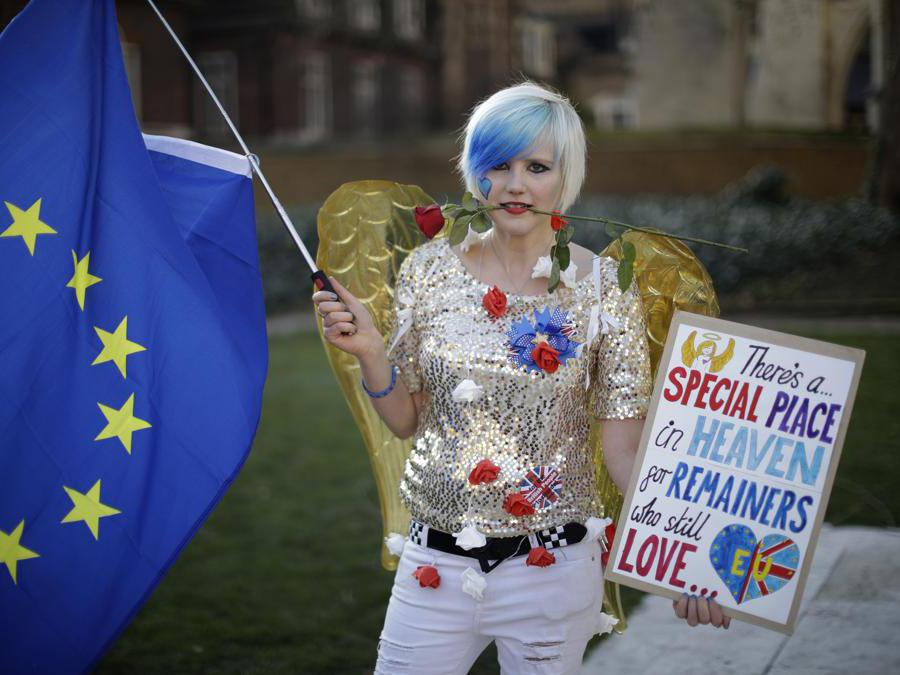 Supporter a favore della permanenza del Regno Unito nell'Unione europea. (AP Photo/Matt Dunham)
