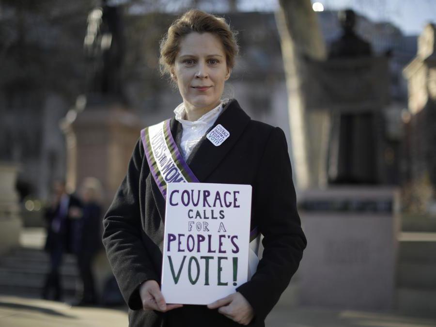 Supporter a favore della permanenza del Regno Unito nell'Unione europea. (AP Photo/Matt Dunham)