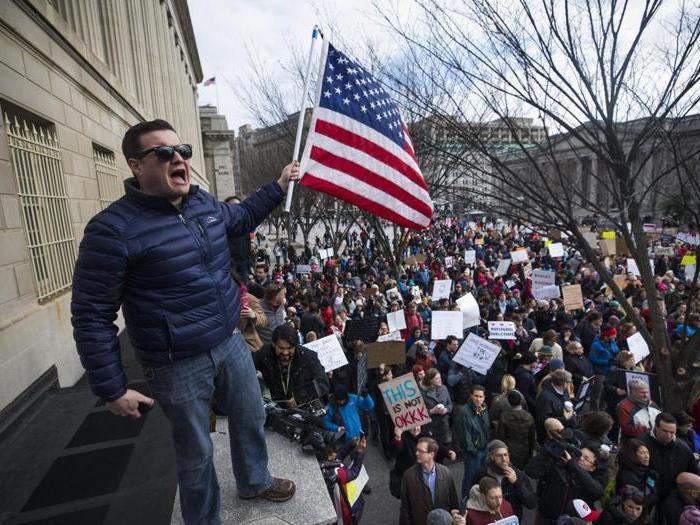 Proteste negli aeroporti Usa contro Trump