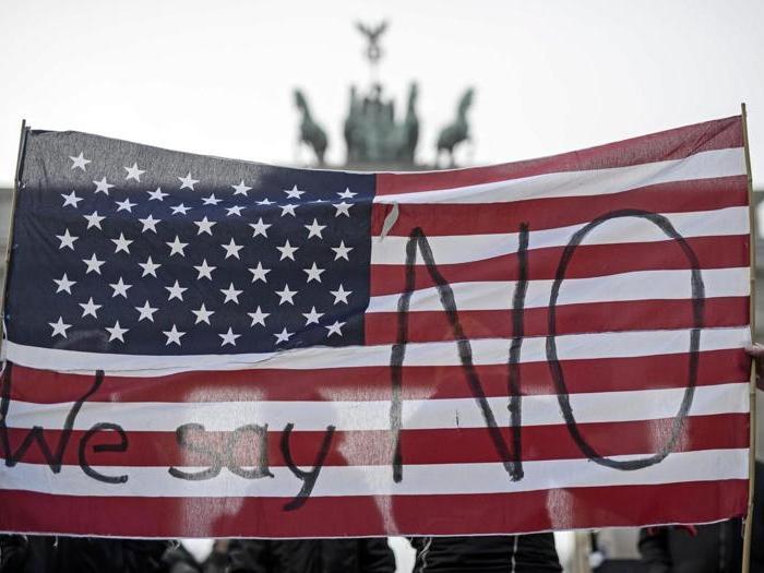 Proteste in tutto il mondo contro Trump