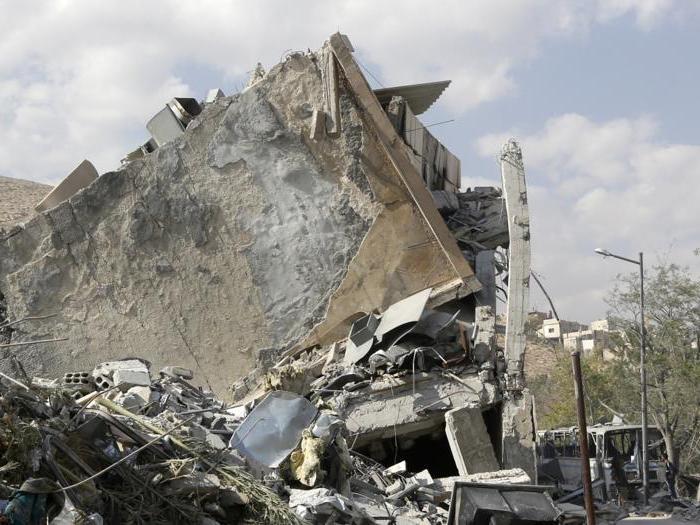 Raid contro Assad: missili cruise sul cielo di Damasco