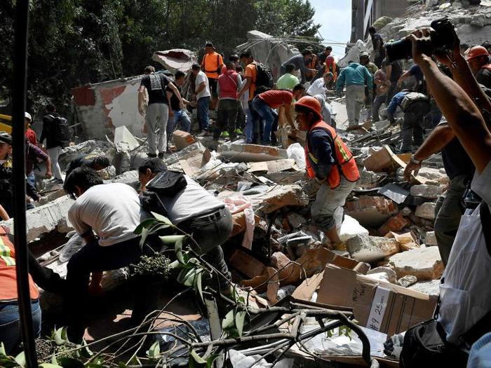 Scossa a Città del Messico, paura e crolli