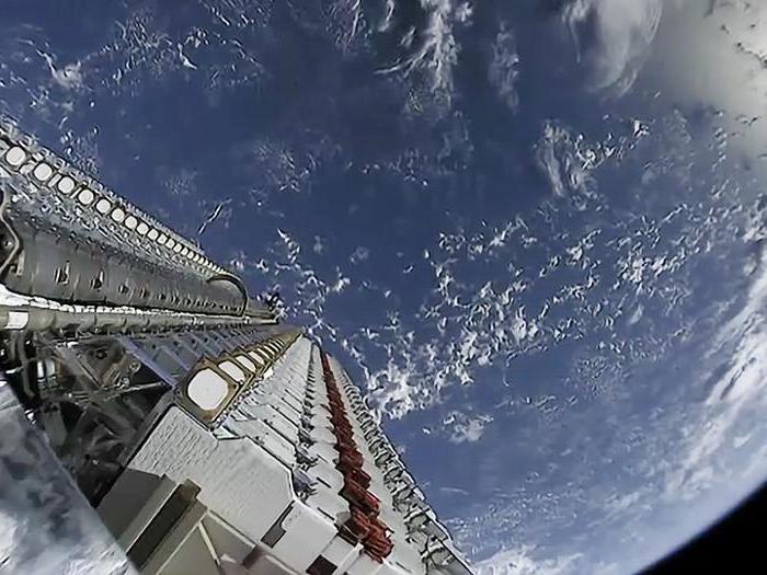 SpaceX, ecco le immagini dei satelliti in orbita