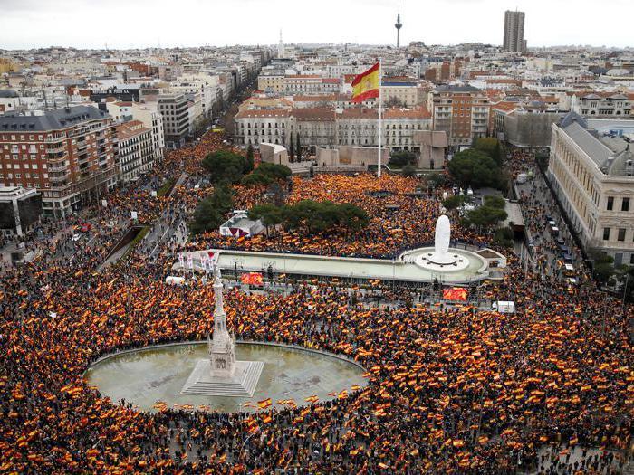 Spagna: in migliaia a Madrid chiedono dimissioni di Sanchez