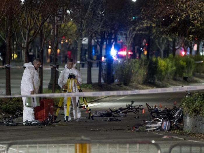 Furgone su pista ciclabile a New York, 8 morti e 15 feriti