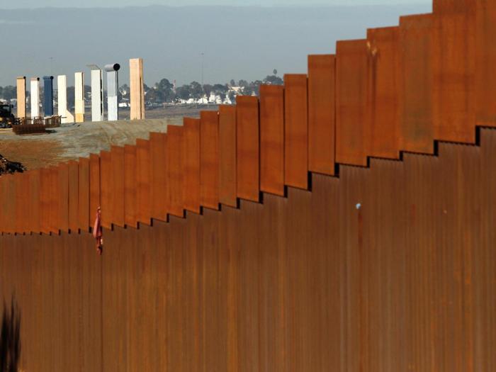 Usa-Messico, Trump e il muro anti migranti