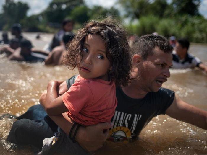 Usa, il Pentagono manda i soldati al confine con il Messico per bloccare la carovana dei migranti